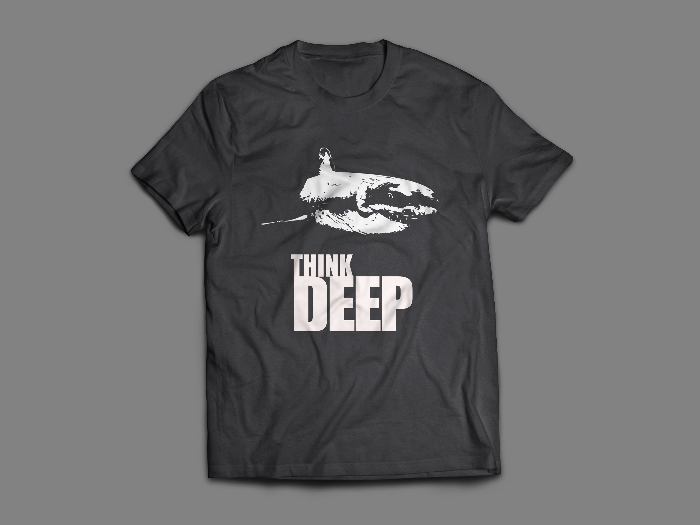 think deep, le t-shirt avec un requin